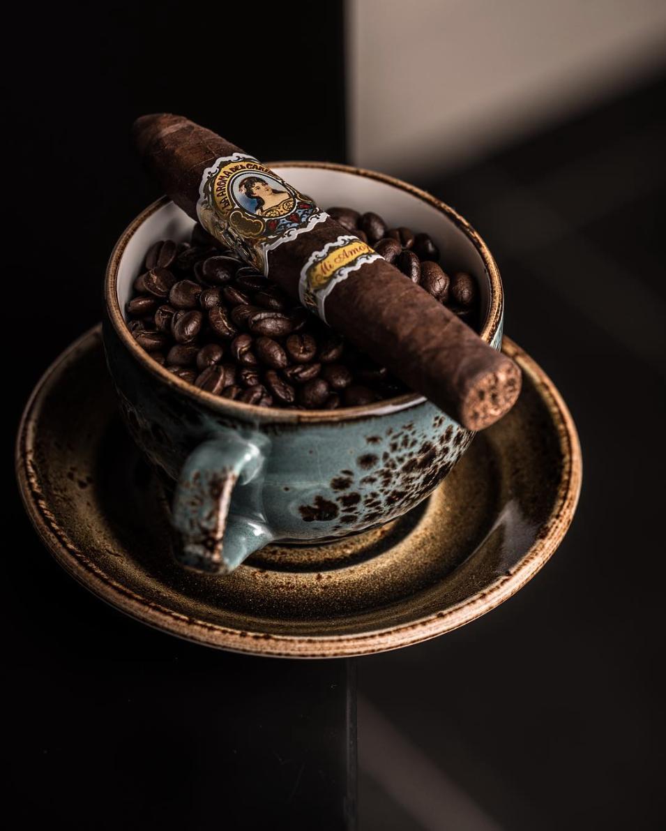 Cygaro i kawa. La Aroma del Caribbe Mi Amor