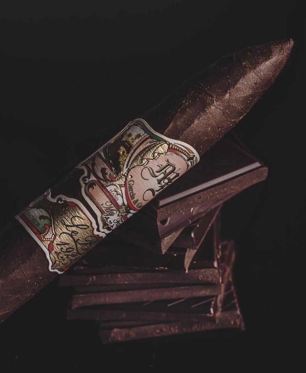 My Father Le Bijou 1922 z ciemnym liściem okrywowym typu maduro. Cygaro roku 2015 magazynu Cigar Aficionado