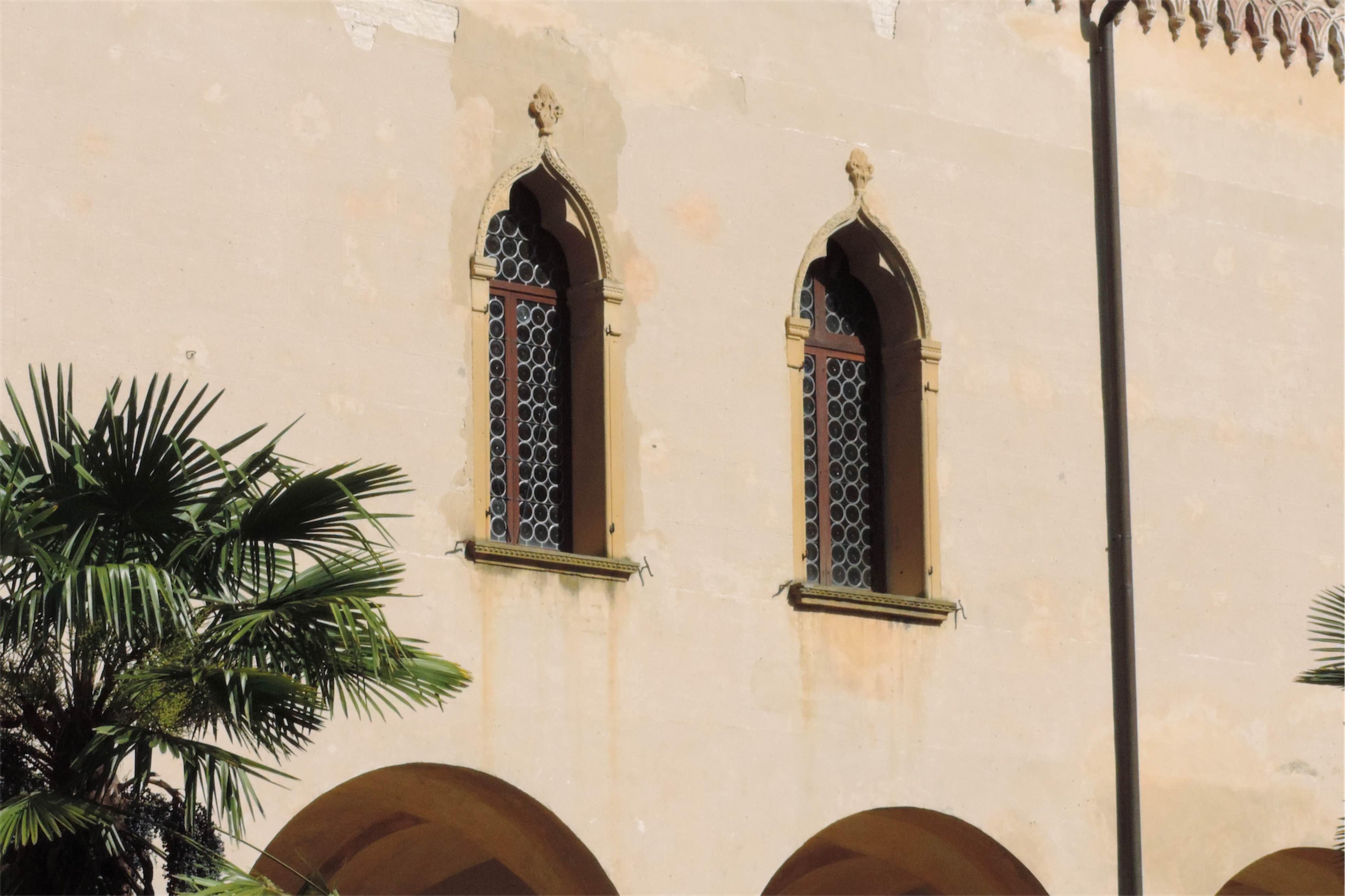 Filip Obara Manufaktura Marzeń Colli Euganei - okna w stylu weneckim w opactwie Praglia