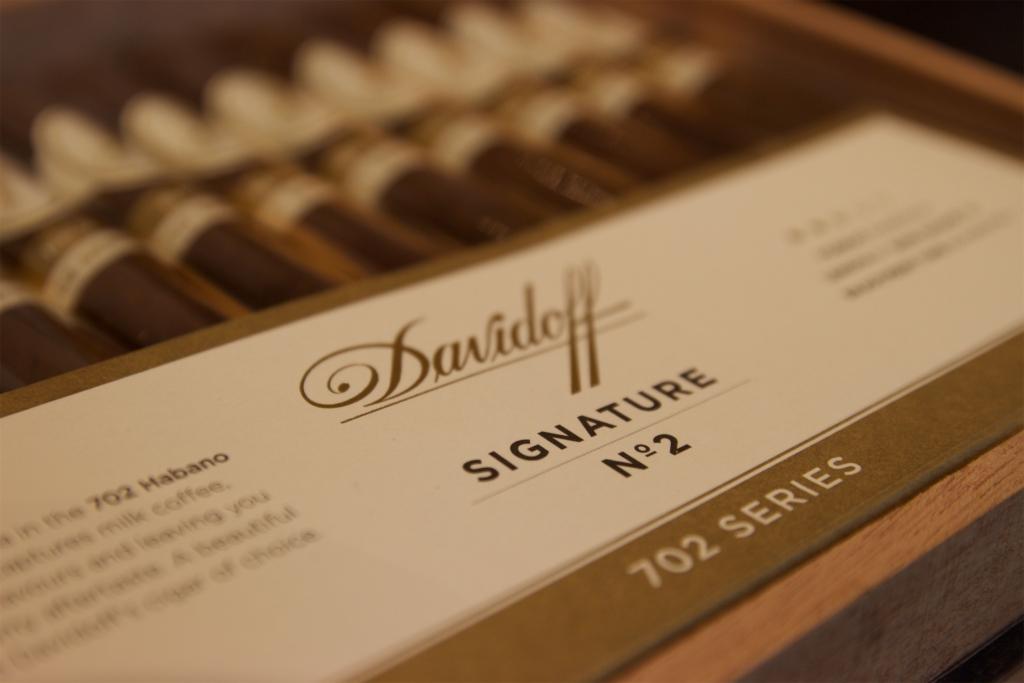 Cygaro Davidoff Signature no. 2 702 Series - Manufaktura Marzeń