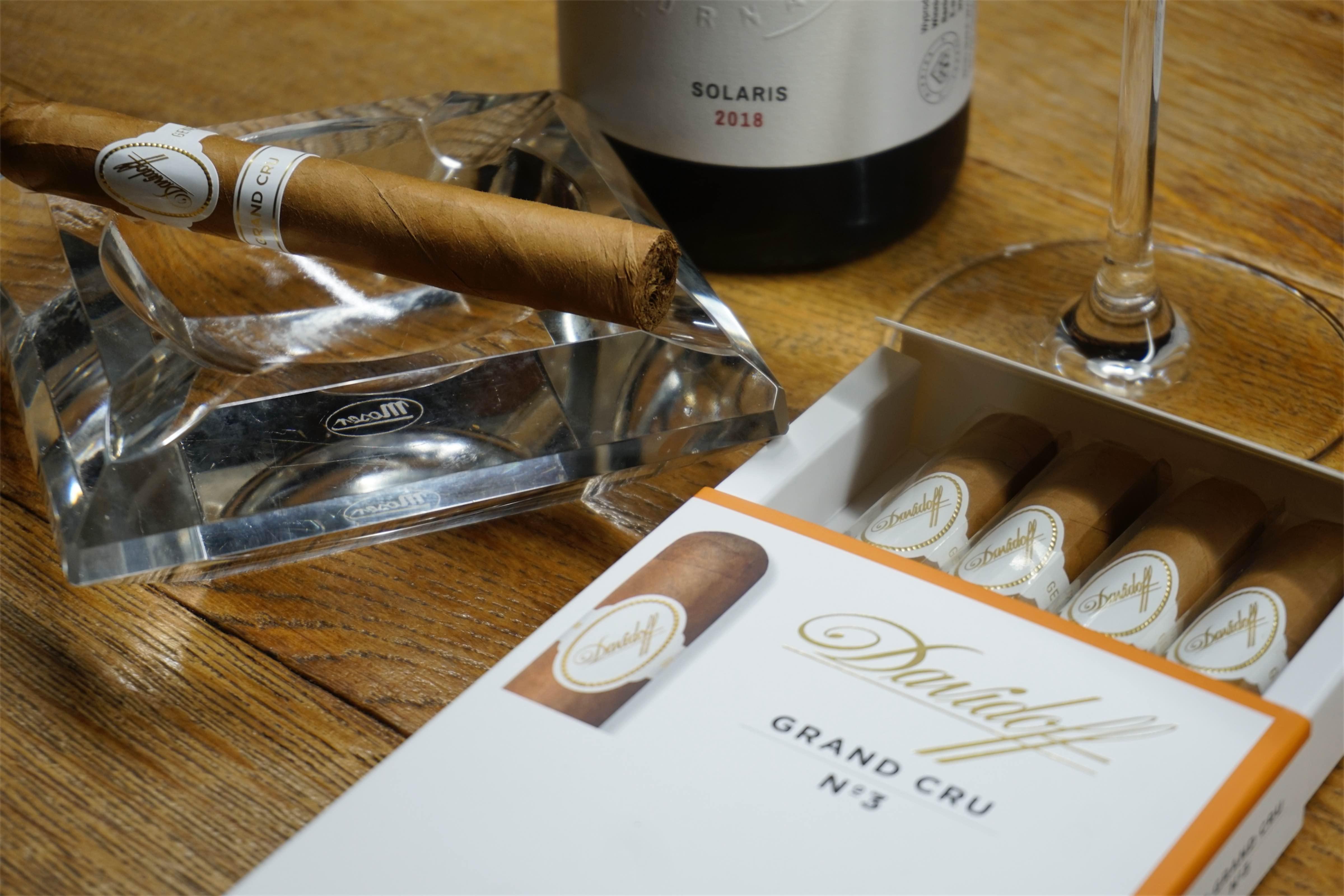 Solaris, winnica Turnau - znakomita para dla cygara Davidoff Grand Cru. Manufaktura Marzeń
