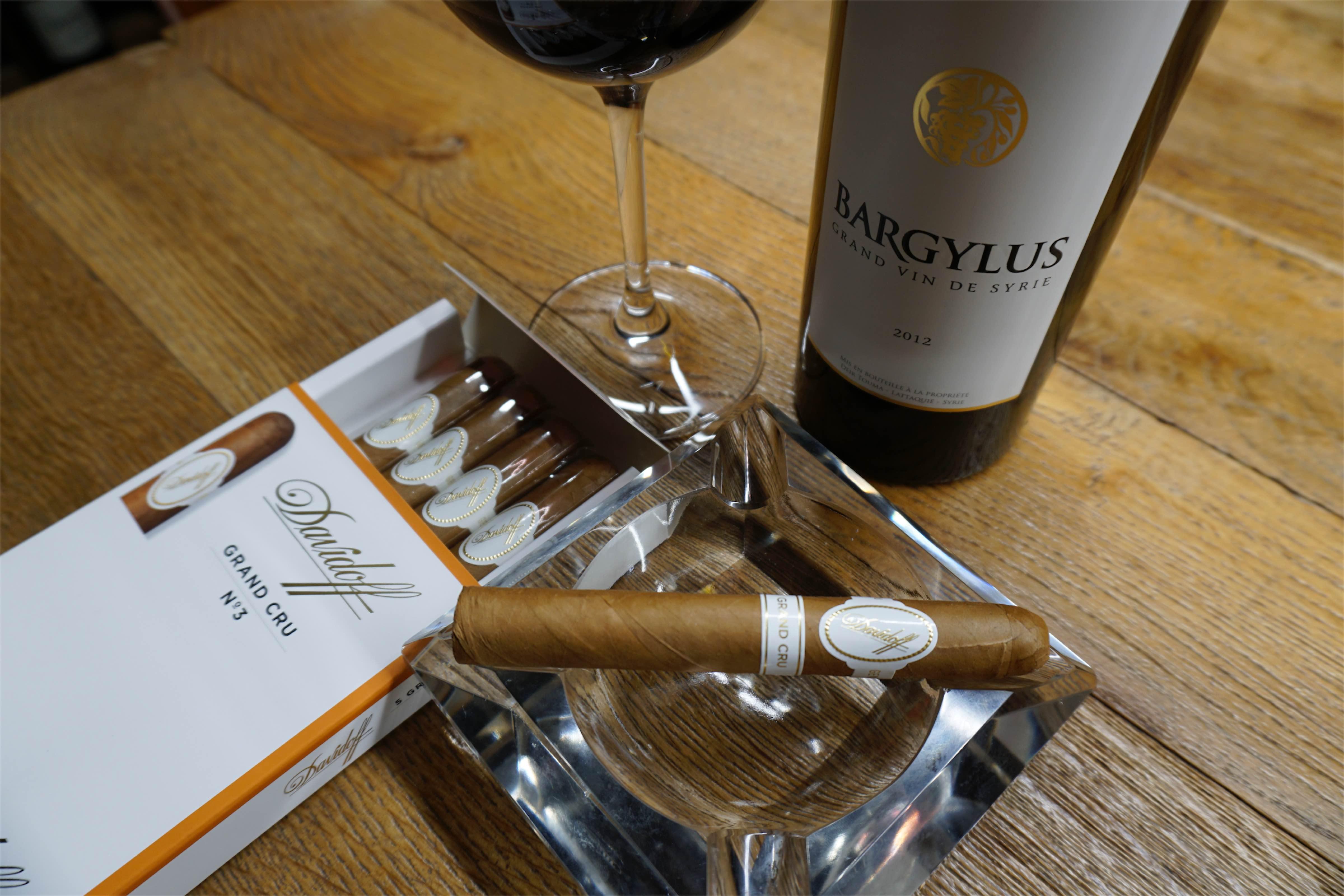 Cygaro i wino - Davidoff Grand Cru i syryjskie wino Bargylus