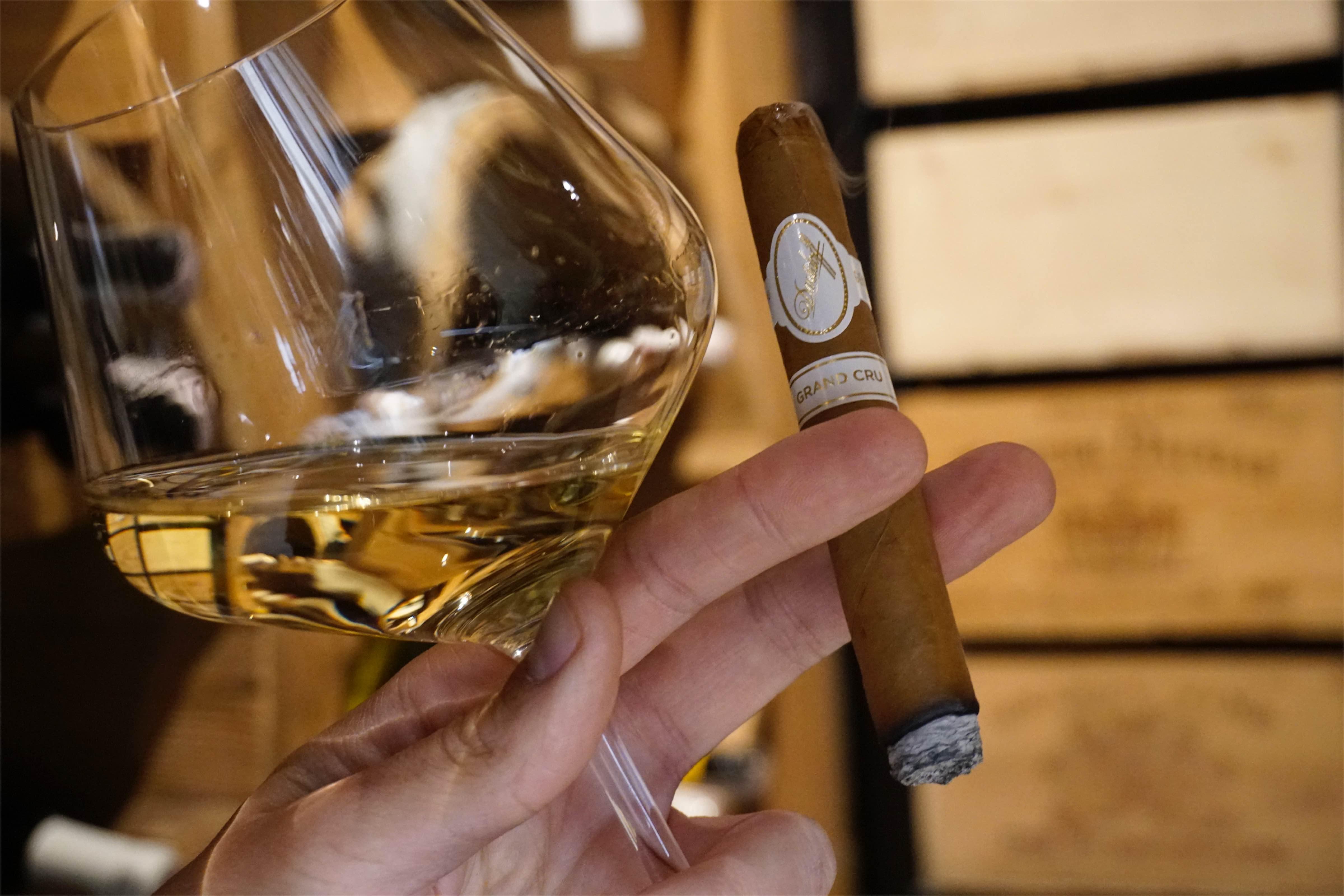 Wino i cygaro - Davidoff Grand Cru - Manufaktura Marzeń