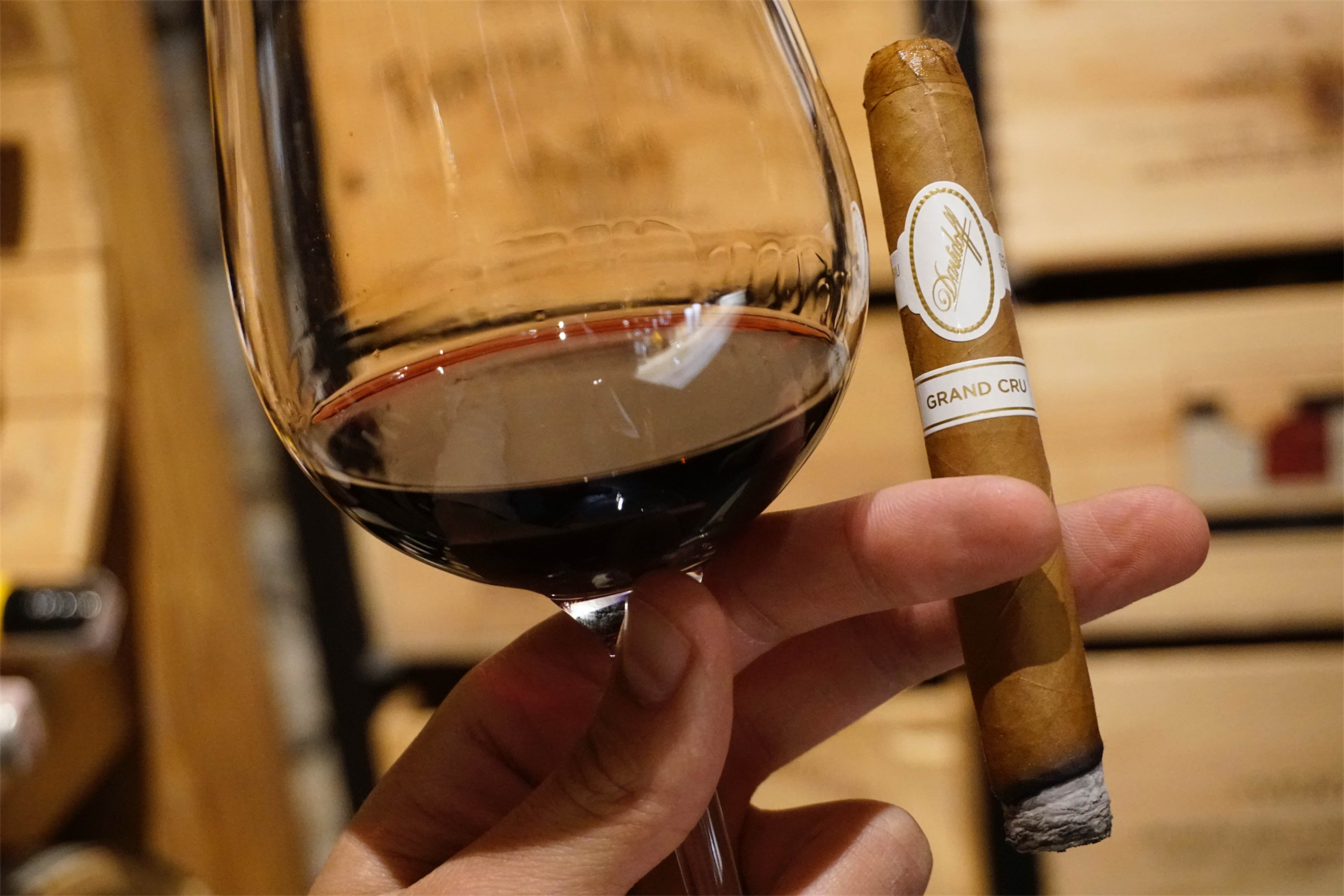 Cygaro i wino - Davidoff Grand Cru - Manufaktura Marzeń
