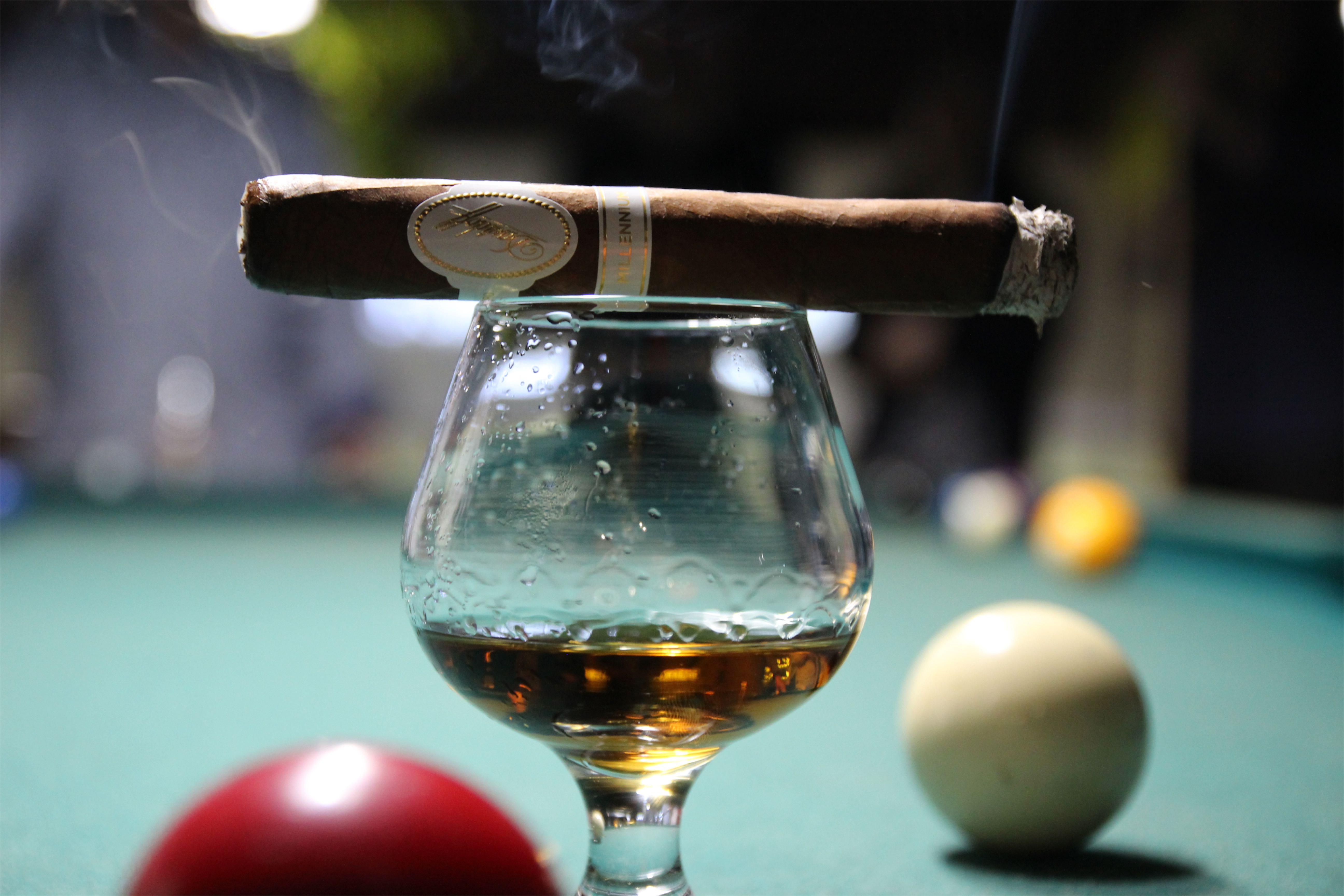 Davidoff Millennium - cygaro, bilard i whisky