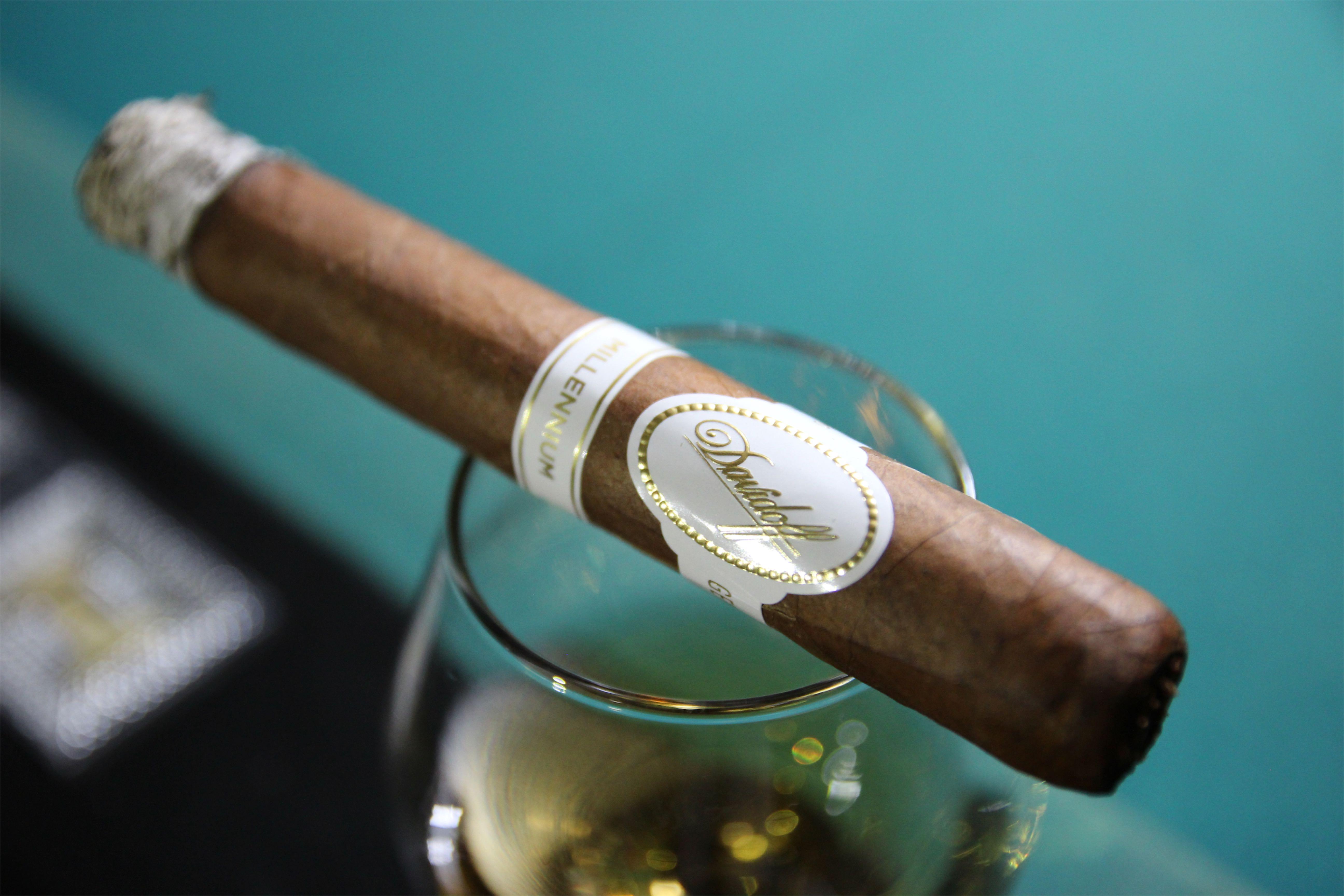 Davidoff Millennium - cygaro i whisky
